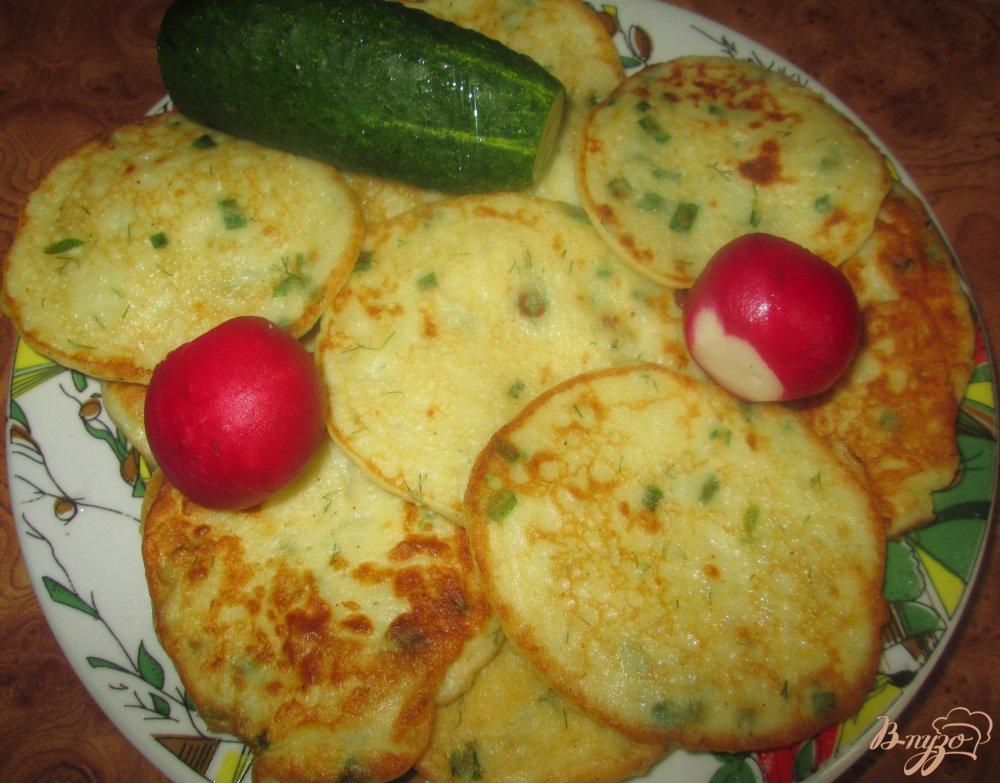 Фото приготовление рецепта: Оладьи из картофельного пюре шаг №9