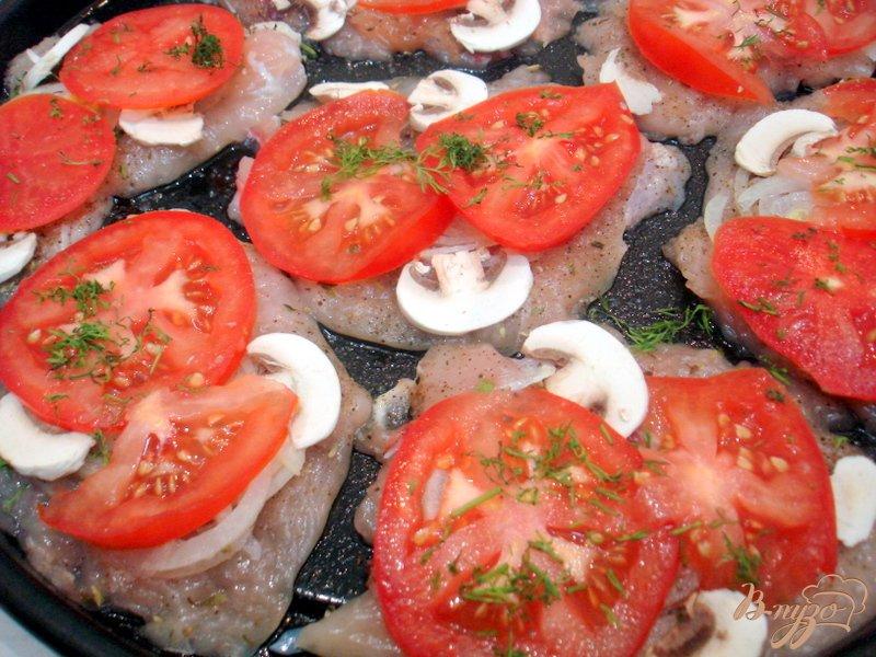 Фото приготовление рецепта: Отбивные с помидорами шаг №6