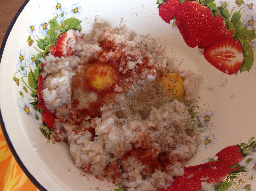 Фото приготовление рецепта: Рыбные котлеты с рисом шаг №4