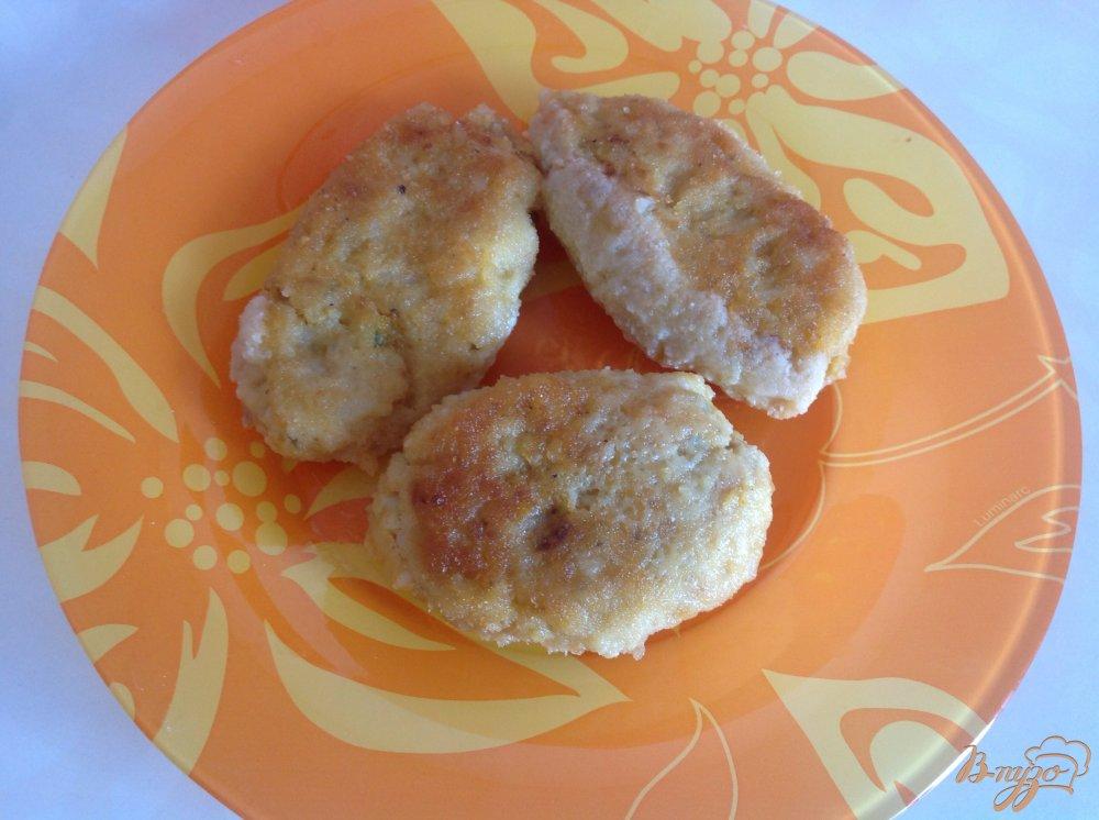 Фото приготовление рецепта: Рыбные котлеты с рисом шаг №3
