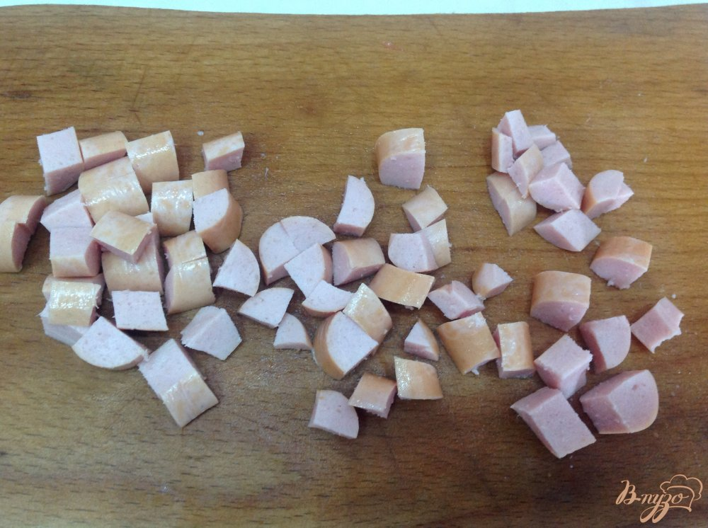 Фото приготовление рецепта: Гороховый суп с сосисками шаг №4