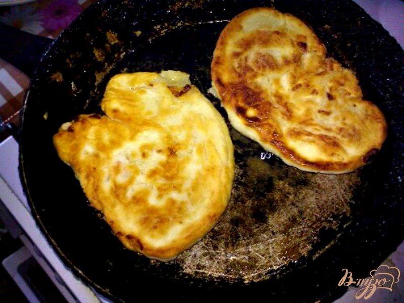 Фото приготовление рецепта: Самосы с курицей и рисом шаг №7