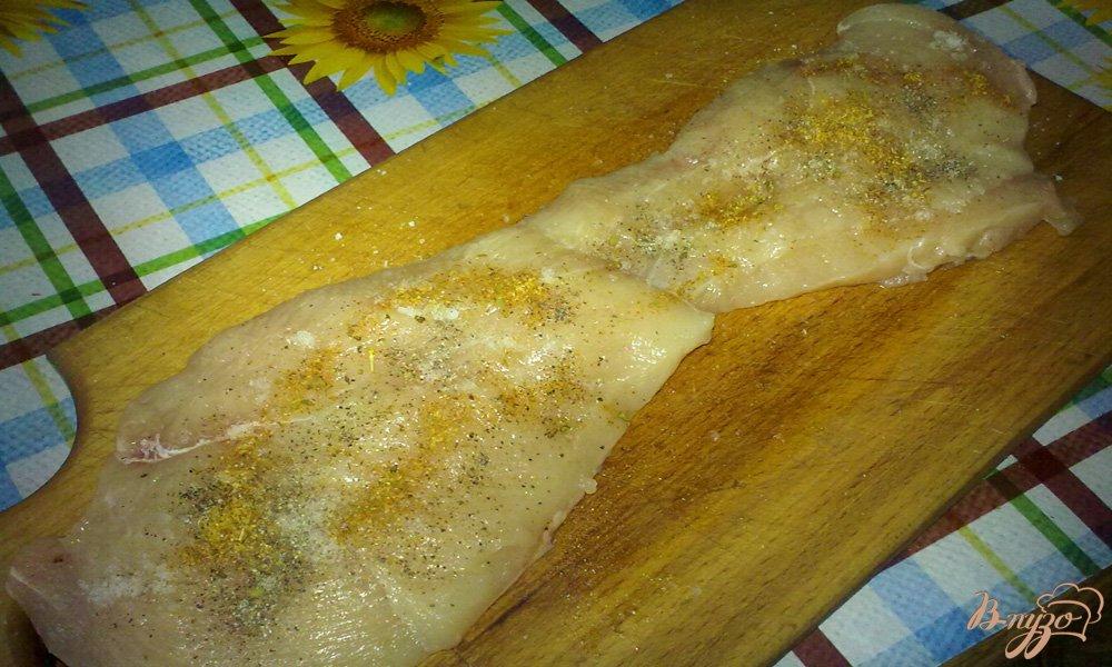 Фото приготовление рецепта: Куриное филе в шубке шаг №1