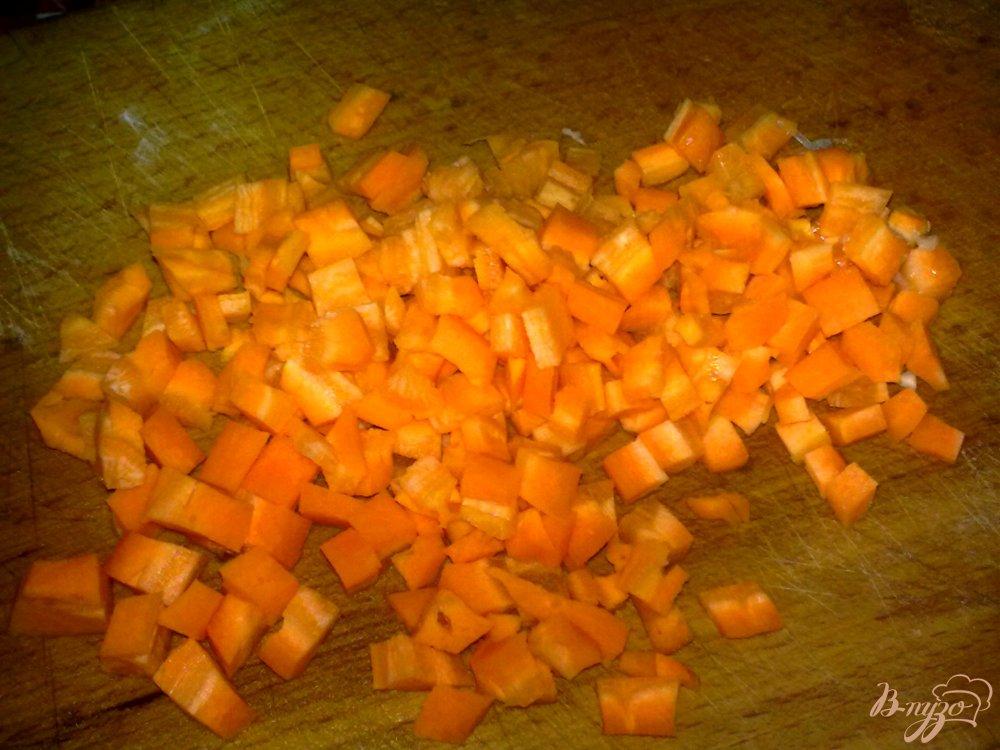 Фото приготовление рецепта: Салат с белокочанной капустой шаг №2