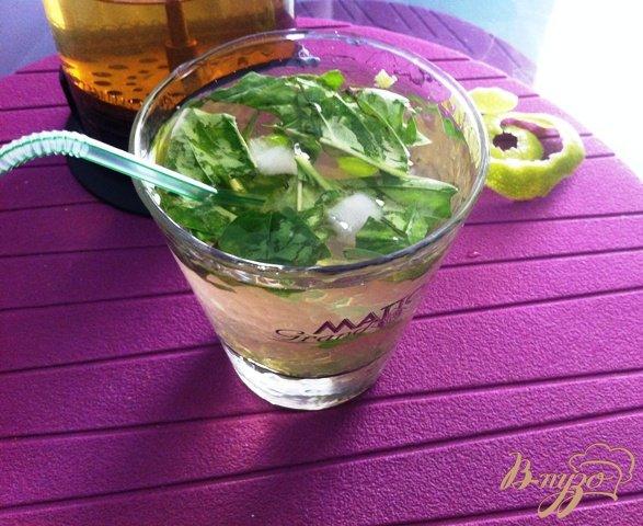 фото рецепта: Безалкогольный Мохито с базиликом