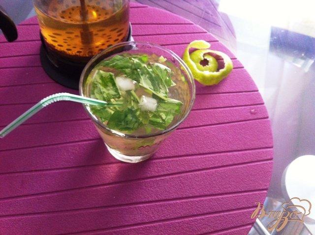 Фото приготовление рецепта: Безалкогольный Мохито с базиликом шаг №7