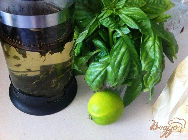 Фото приготовление рецепта: Безалкогольный Мохито с базиликом шаг №2