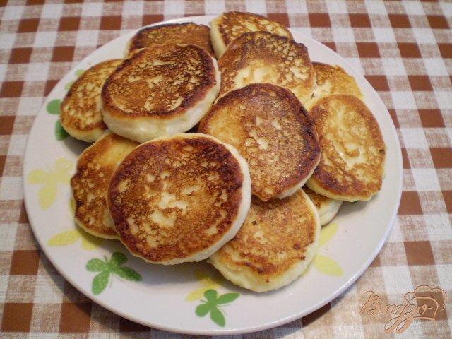 Фото приготовление рецепта: Сырники без панировки шаг №5