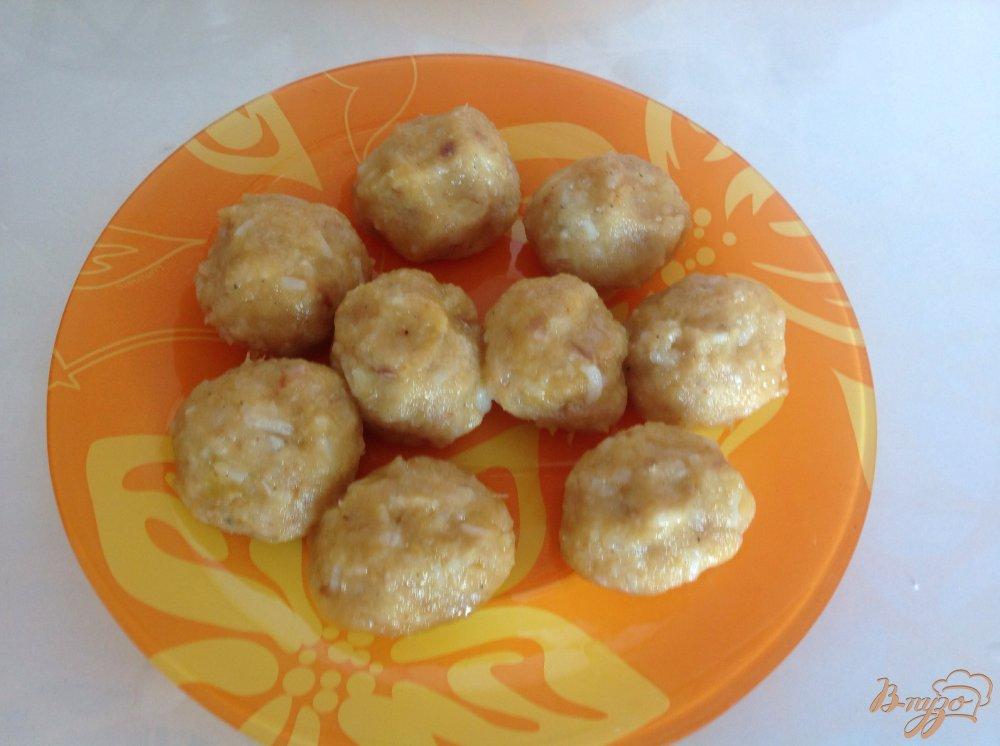 Фото приготовление рецепта: Суп с рыбными фрикадельками шаг №3