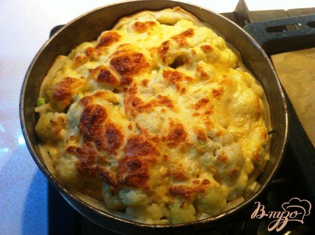 Фото приготовление рецепта: Открытый пирог с цветной капустой шаг №12