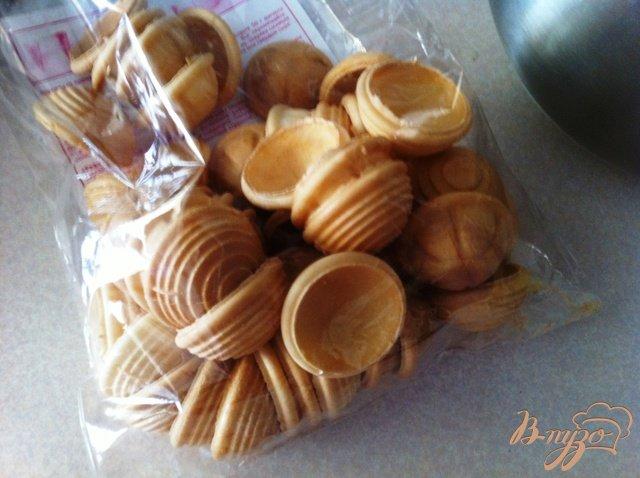 Фото приготовление рецепта: Орешки с сырным кремом и ягодами шаг №5