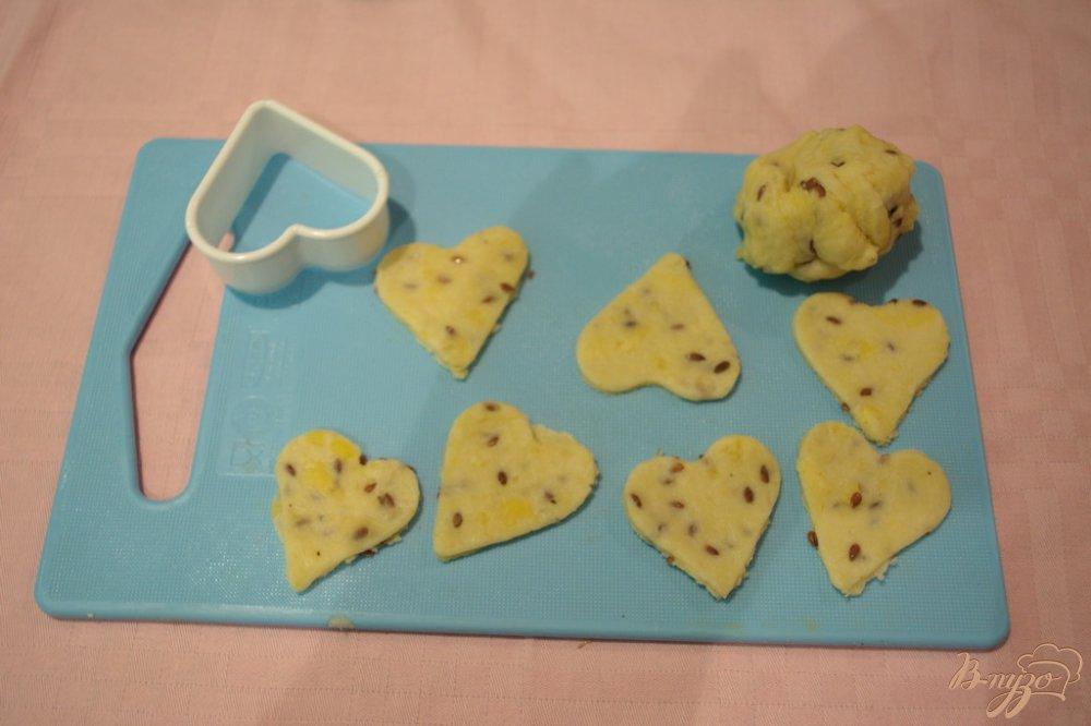 Фото приготовление рецепта: Крекер с семенами льна шаг №5