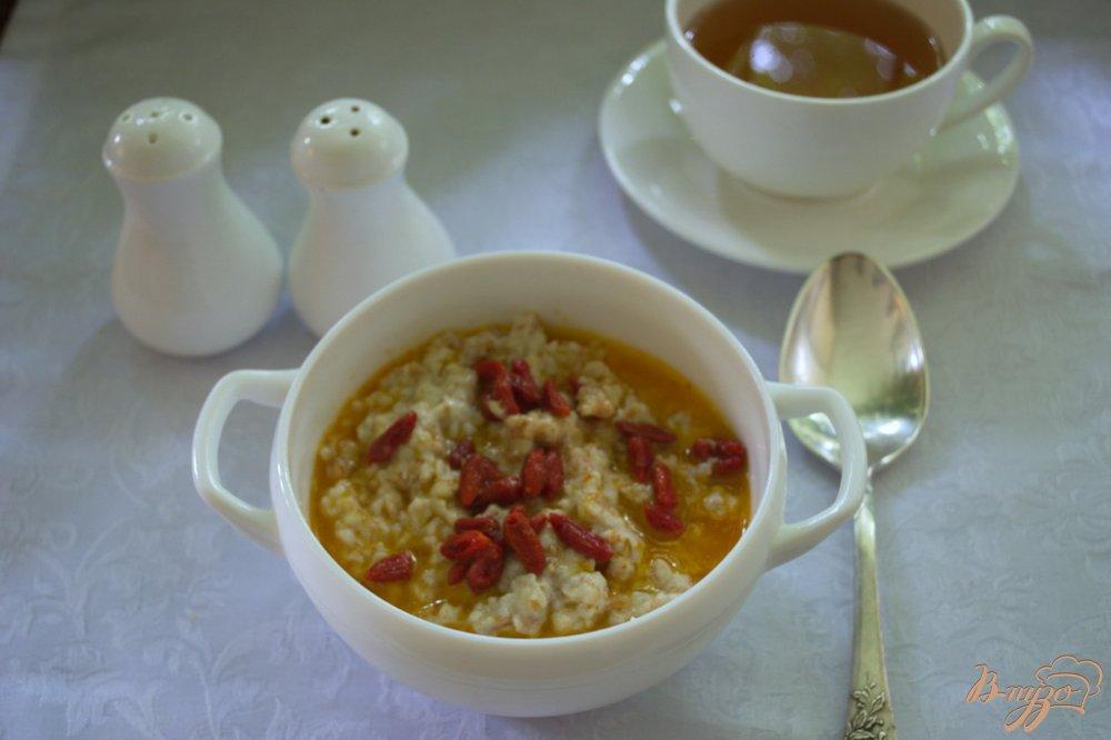 Фото приготовление рецепта: Овсяная каша с ягодами годжи шаг №5