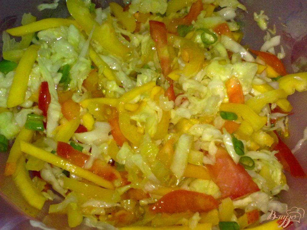 Фото приготовление рецепта: Салат с капустой шаг №7
