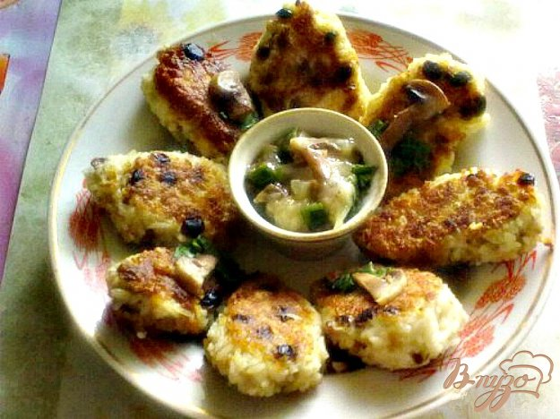 Рецепт Рисовые котлеты с грибным соусом