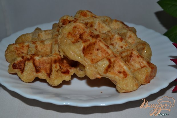 Вафли из цельнозерновой муки с сыром и курицей
