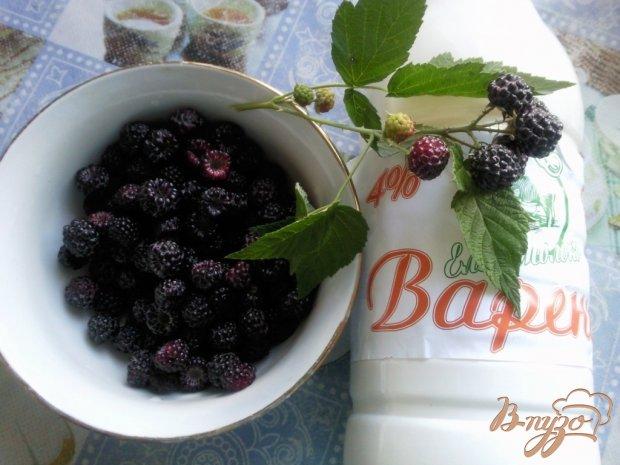 Десерт из черной малины
