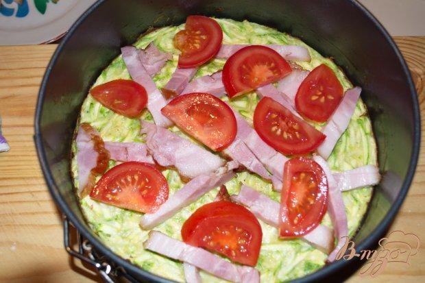 Пицца из цукини(кабачка) с беконом и помидорами