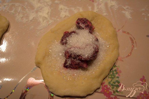 Пирожки на французском тесте с вишней
