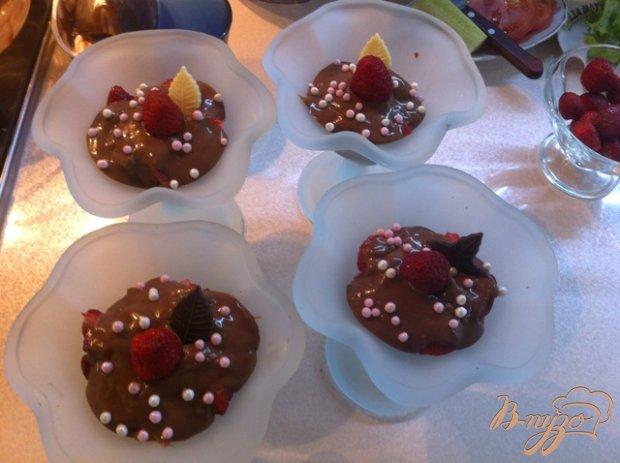 Десерт клубничный с шоколадной филадельфией