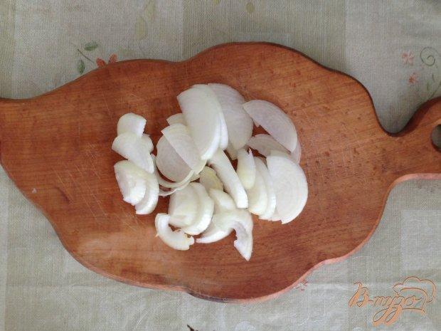 Куриные крылья с тушенными грибами в сливках