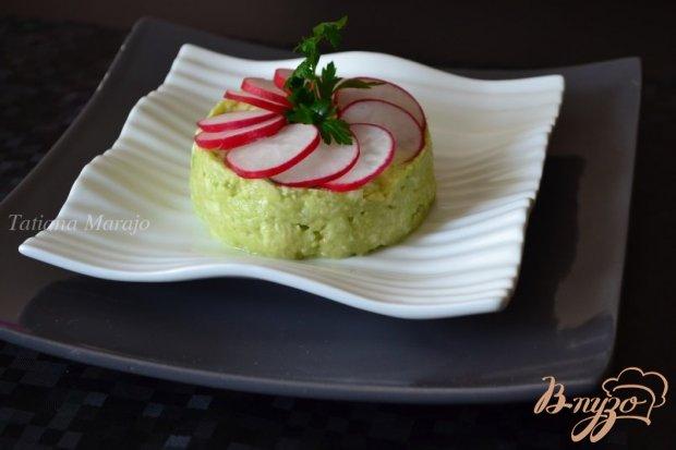 Закуска из авокадо с  моцареллой