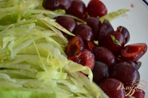 Салат с ветчиной и черешней