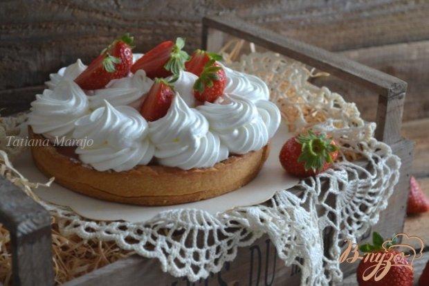 Клубничный тарт с меренгой