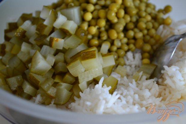 Рисовый салат с копченой курятиной