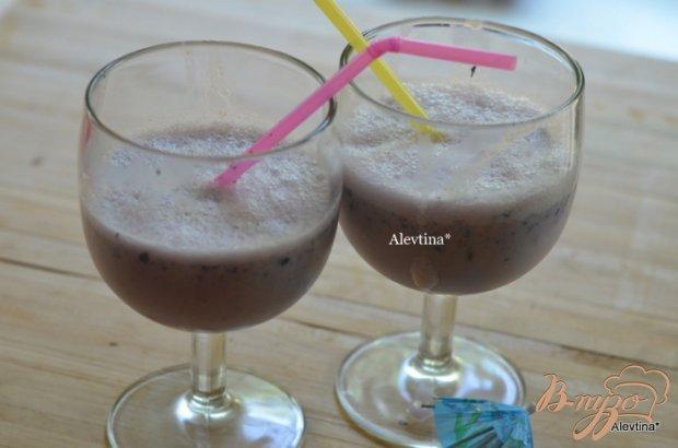 Молочный коктейль с голубикой
