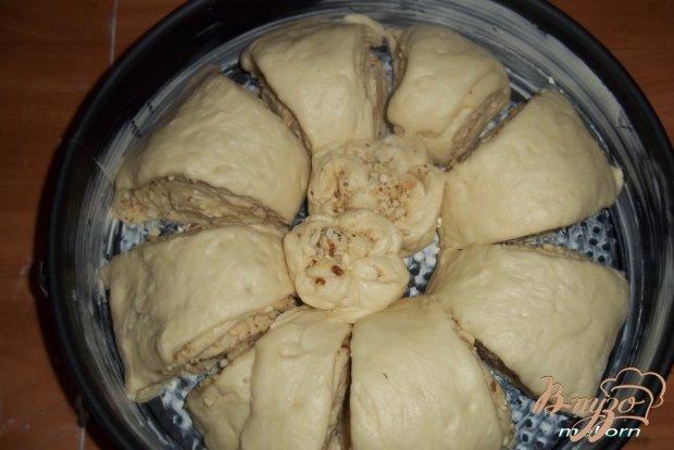 Плюшка «Цветок» с орехами