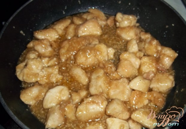 Курица в остро-сладком соусе с кунжутом