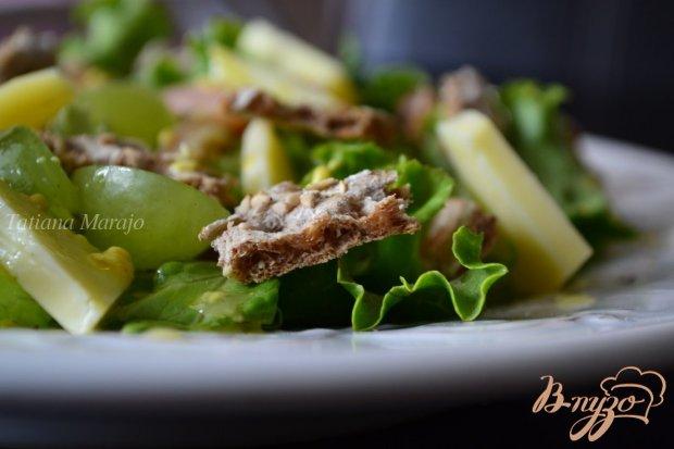Салат с ржаными хлебцами