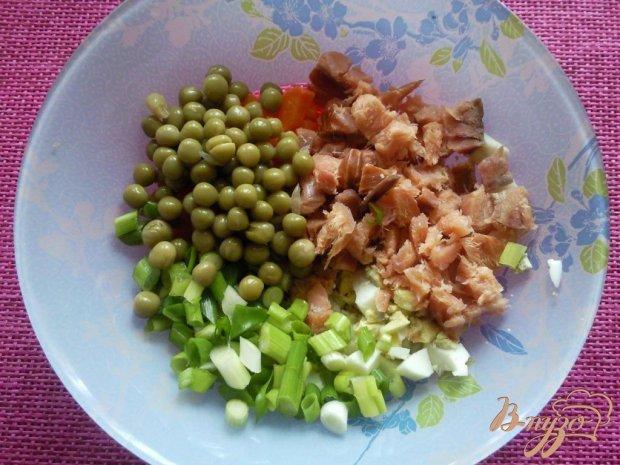 Салат с копченой красной рыбой