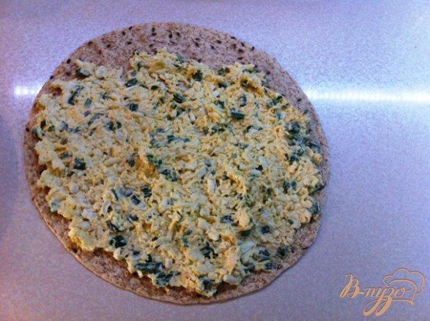 Сырный салат в пшеничной лепешке