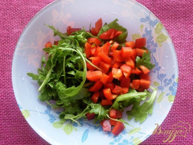 Салат с куриной грудкой и сливами