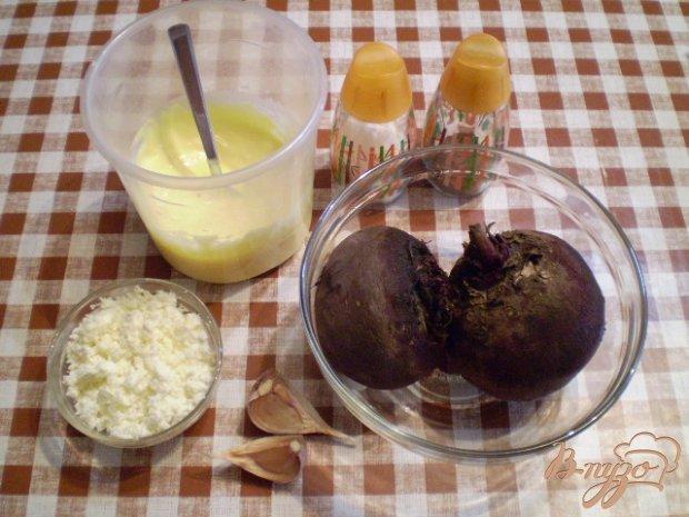 Свекольный салат с творогом и чесноком