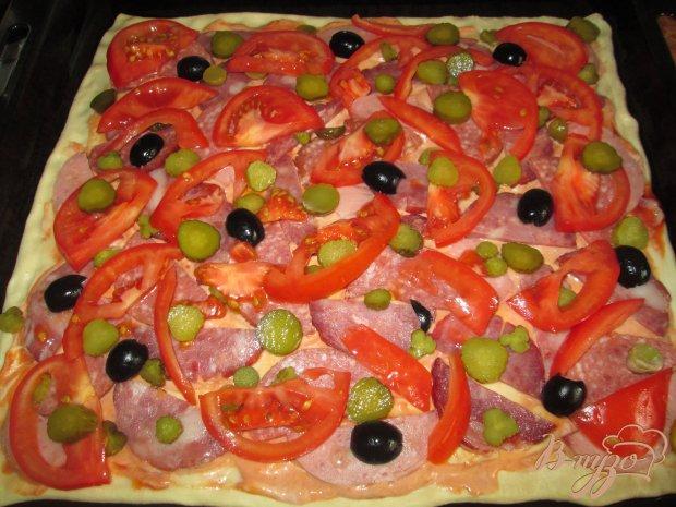 Пицца с тремя видами колбасы