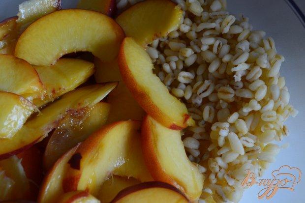 Сладкий салат с персиками и перловой крупой