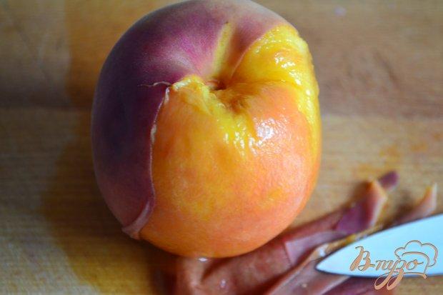 Куриная печень с  кусочками персика
