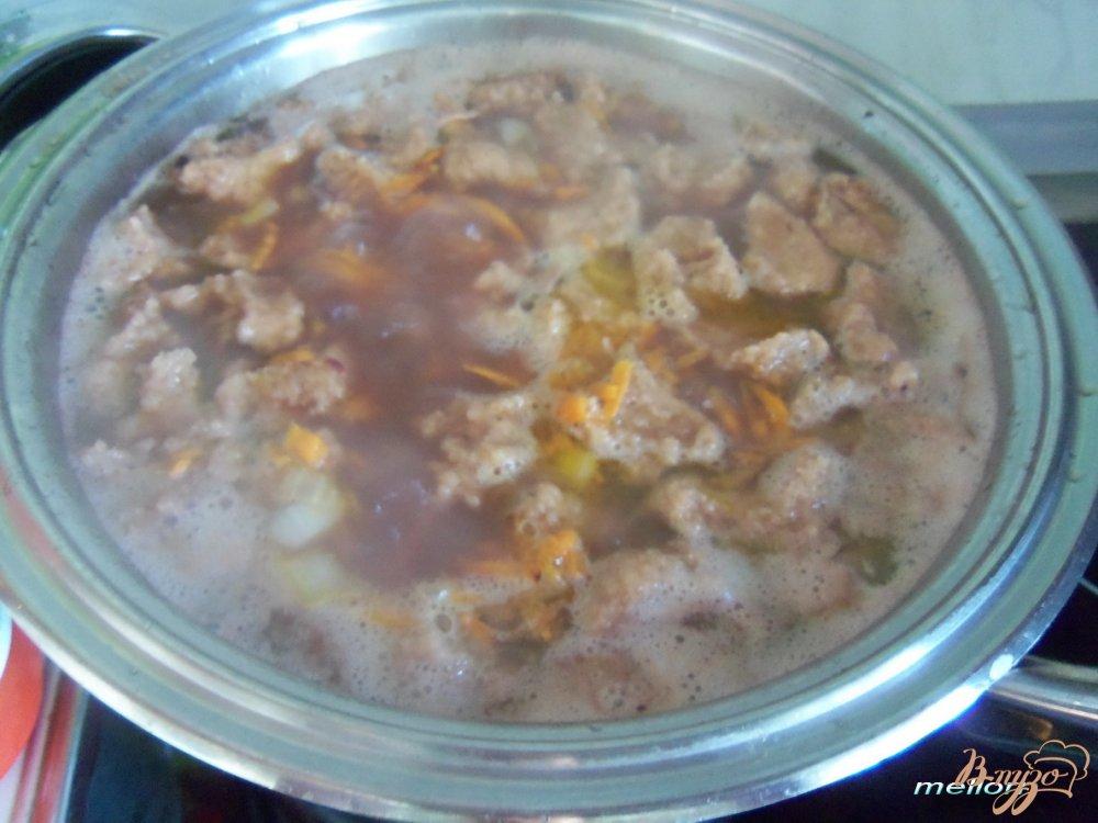 Фото приготовление рецепта: Фасолевый суп с клецками из цельнозерновой муки шаг №5