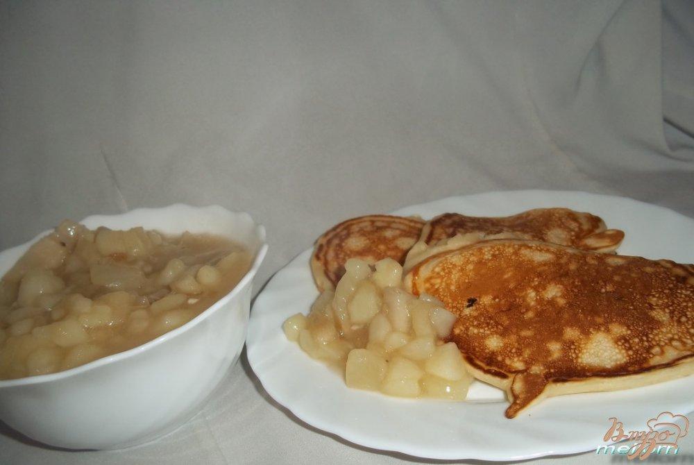 Фото приготовление рецепта: Оладьи с грушевым соусом шаг №3