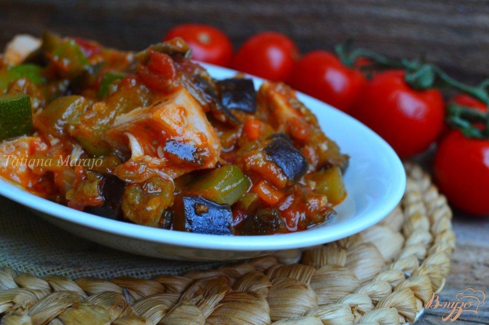 Фото приготовление рецепта: Тушеные овощи с копченой куриной грудкой шаг №6