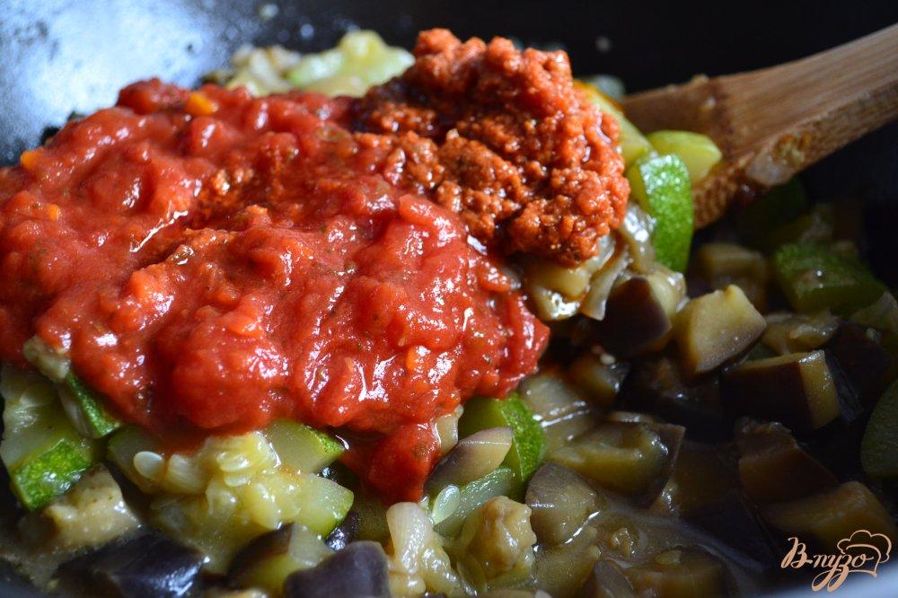 Фото приготовление рецепта: Тушеные овощи с копченой куриной грудкой шаг №3