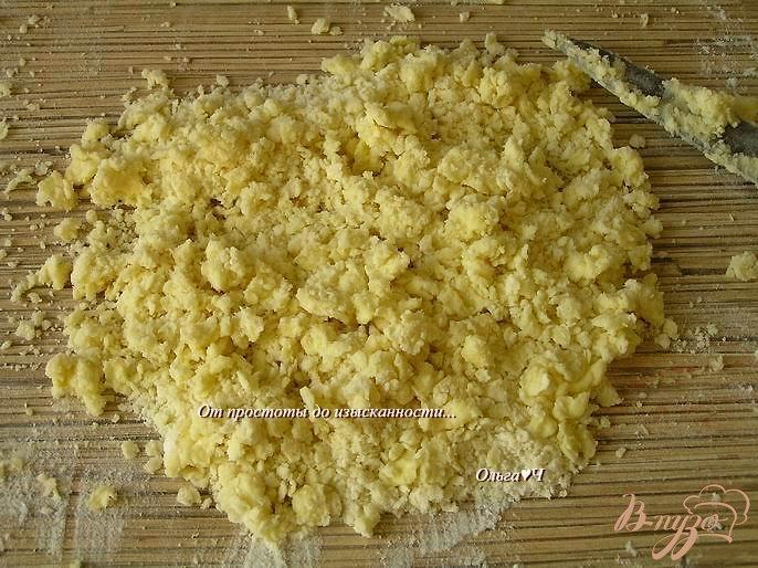 Фото приготовление рецепта: Корзиночки с клубникой и штрейзелем шаг №5