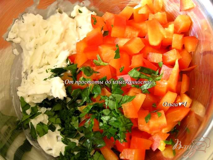 Фото приготовление рецепта: Картофельные гнезда с творожным сыром и сладким перцем шаг №4