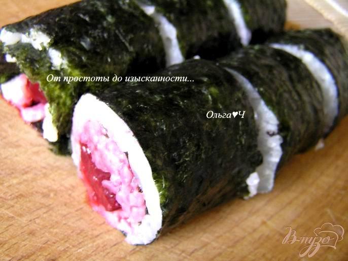 Фото приготовление рецепта: Суши фьюжн: Вишня и имбирь шаг №4
