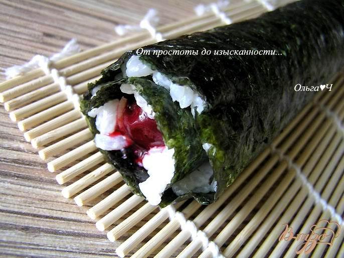 Фото приготовление рецепта: Суши фьюжн: Вишня и имбирь шаг №3