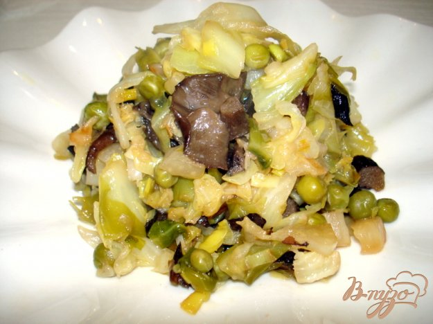Рецепт Жареная капуста с горошком и грибами