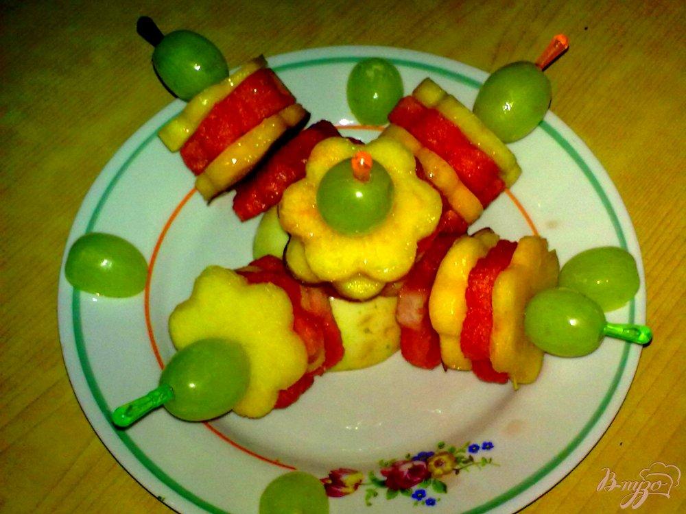 Фото приготовление рецепта: Канапе фруктовое шаг №4